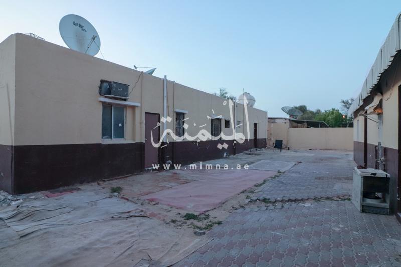 للبيع بيت كبير في الراشدية دبي يتكون من 12 غرفة
